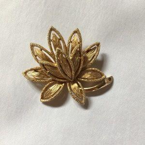 Avon Vintage Textured Gold tone Floral Pin